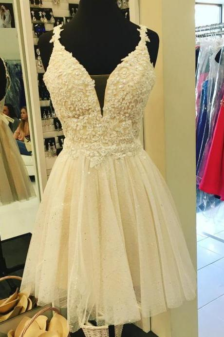 Lace Appliques with Pearls Mini Homecoming Dresses,V Neckline Beaded Champagne Prom Dresses Short,Graduation Dresses 2018